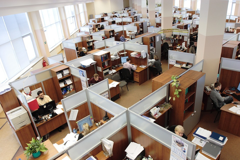 The shortcomings of the old-style office as compared to the system of demountable walls